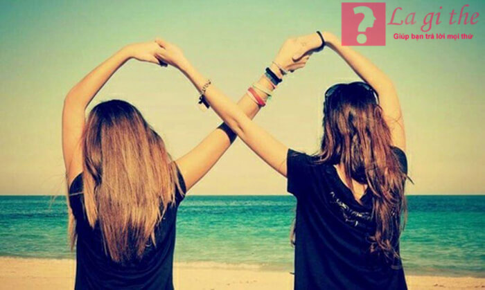 Bạn thân là người luôn bên mình.