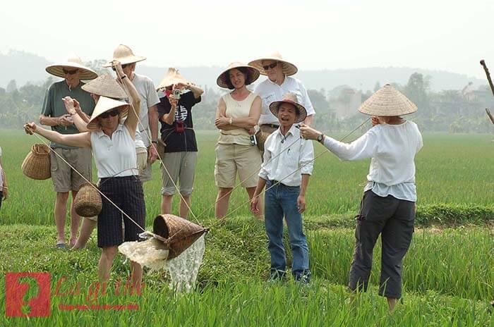 Du lịch sinh thái mang lại nhận thức mới cho khách du lịch.