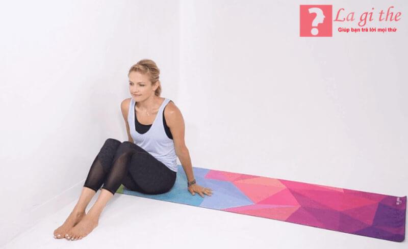 Thảm tập là dụng cụ rất quan trọng trong yoga