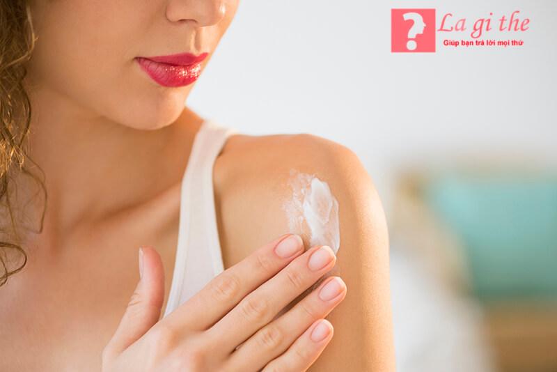 Mỹ phẩm lotion sẽ giúp da bạn được thoáng và thoải mái hơn.