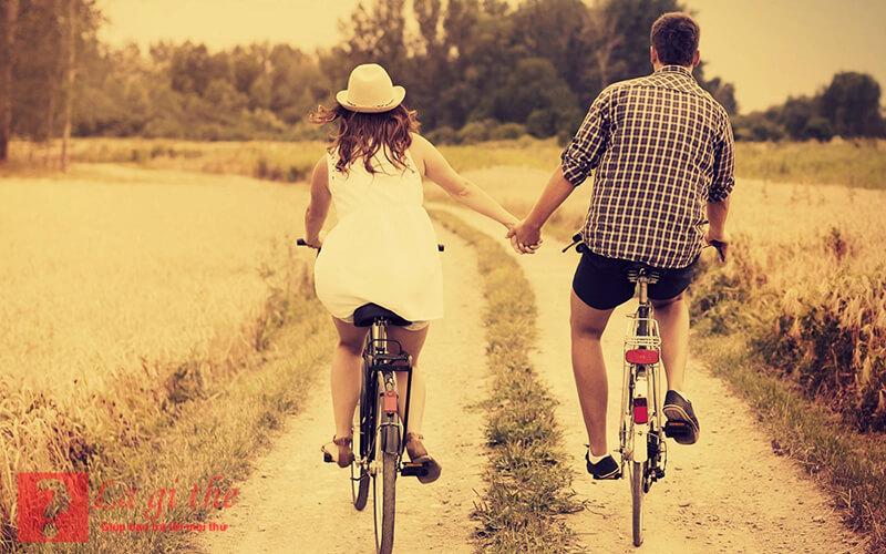 Tình yêu chỉ bền vững nếu cả 2 cùng hướng về nhau